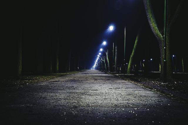 pouliční osvětlení v noci.jpg